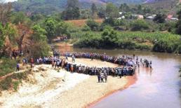 Vụ 5 thi thể học sinh chết chồng lên nhau: Do sập hầm cát