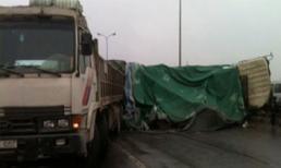 Xe tải đâm nhau, cao tốc Pháp Vân - Cầu Giẽ ùn tắc 10km