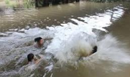 Tắm đập, hai học sinh lớp 7 chết đuối thương tâm