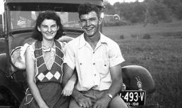 Ngưỡng mộ tình yêu lãng mạn của cặp đôi gần trăm tuổi