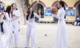 Thu Thủy cột tà áo dài chơi bóng rổ cùng nhóm TVM