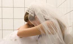 Mẹ chồng tai quái không cho con dâu ngủ chung với chồng