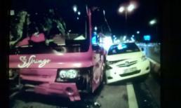 Tai nạn liên hoàn tại Bắc Thăng Long - Nội Bài, taxi bẹp dúm