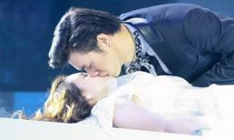 Những nụ hôn gây choáng trên sân khấu nhạc Việt