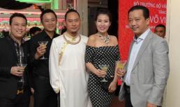 Hoa hậu Diễm Kyly vui mừng dự lễ trao bằng khen cho NTK Võ Việt Chung