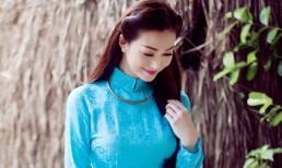 Khánh My khoe vẻ đẹp mong manh với áo dài