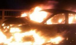 Hà Nội: Xe biển xanh cháy phừng phừng trên đường trên cao