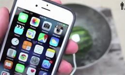 Cách sạc pin điện thoại bằng... dưa hấu
