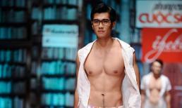 Dàn mẫu nam đồng loạt khoe ngực trần trên sàn diễn