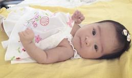 Con gái Phan Thị Lý mắt tròn xoe cực yêu