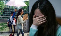 Cô giáo để học sinh che ô khóc nức nở khi bị cộng đồng chê trách