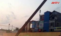 Thanh dầm đường sắt trên cao nặng hàng tấn rơi ngang đường