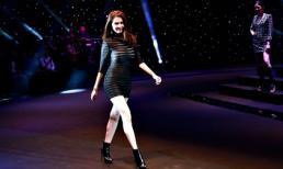 Ngọc Trinh giản dị vẫn nổi bật trên sàn diễn Đêm hội chân dài 9