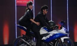 'Vợ chồng' Hoài Linh đi motor lên sân khấu
