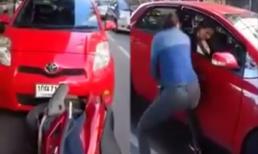 2 nữ tài xế hùng hổ lao vào nhau sau va chạm