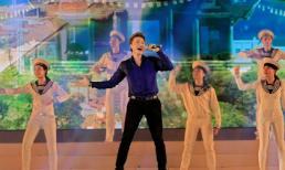 Ca sỹ  Dương Quốc Hưng hát bế mạc Festival biển 2015 bằng chính sáng tác của mình