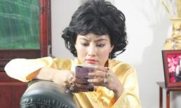 'Kiều nữ' Ngọc Lan đeo vàng đầy tay 'gây choáng'