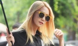 'Nữ thần' Yoona rạng ngời trên phố bất chấp trời mưa gió