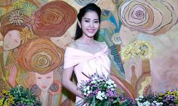 Hoa khôi Nam Em khoe vai trần tại triển lãm ảnh từ thiện