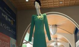 Dáng đứng kỳ lạ của búp bê mặc áo dài tiếp viên Vietnam Airlines tại Nhật Bản
