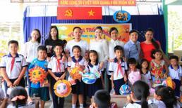 NTK Võ Việt Chung phát quà trung thu cho trẻ em tại huyện Củ Chi