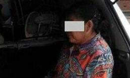 Con trai nhốt mẹ già trong cốp xe hơi gây phẫn nộ