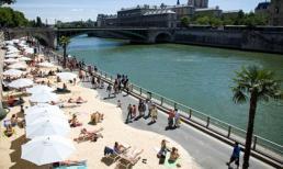 Bãi biển nhân tạo bên sông Seine