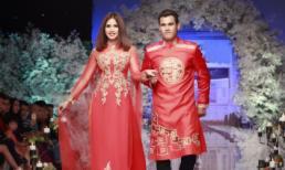 Cầu thủ Phan Thanh Bình 'đổi nghề' đi diễn thời trang cùng vợ