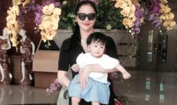Phan Thị Lý khoe dáng thon gọn bên con gái