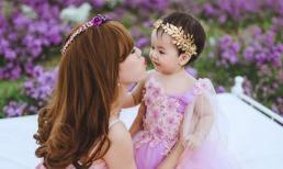 Mai Thỏ và và bộ ảnh lãng mạn bên con gái trên thảo nguyên hoa