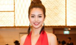 Jennifer Phạm khoe vai trần gợi cảm tại tiệc tối