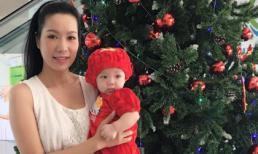 Trịnh Kim Chi đẹp dịu dàng bên con gái trong dịp lễ Noel