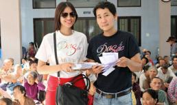 Đạo diễn Lê Minh vác gạo hộ tống 'gái quê' Lê Thị Phương làm từ thiện