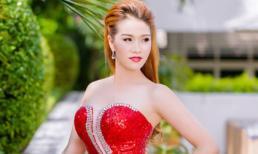 Xuân Nguyễn khoe vóc dáng cực chuẩn đón Tết với sắc đỏ