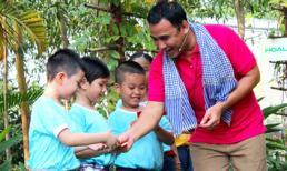 Diễn viên Quyền Linh về quê dạy trẻ em chăm sóc vườn