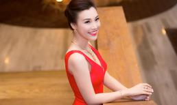 Á hậu Hoàng Oanh đeo trang sức hơn 300 triệu đồng đi sự kiện