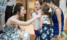 Á hậu Thuỵ Vân mê tít cặp song sinh của Hồng Nhung