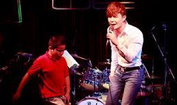 Fan nhí nhào lên sân khấu nhảy phụ họa cho Nathan Lee