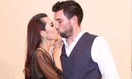 Hà Anh 'khóa môi' chồng trước sự chứng kiến của nhiều người