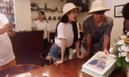 Nhã Phương đội nón đôi chúc mừng sinh nhật bạn diễn người Hàn điển trai