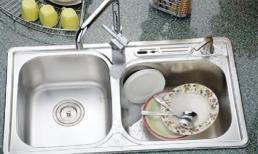 Mẹo hay giúp bà nội trợ 'tự xử' bồn rửa bát bị tắc trong vài phút