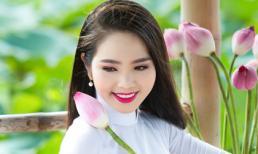 Hoa hậu Dương Kim Ánh đẹp dịu dàng giữa đầm sen
