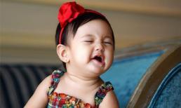 Biểu cảm đáng yêu 'hết nấc' của con gái Hoa hậu Hà Kiều Anh