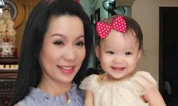Á hậu Trịnh Kim Chi tươi trẻ bên con gái