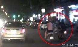 2 cô gái bị giật túi xách táo tợn giữa phố Hà Nội