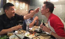 Fans phát sốt với ảnh Lam Trường bón cho Mr. Đàm ăn