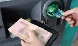 Khi tiền trong thẻ 'không cánh mà bay', bạn phải làm gì?