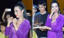 Á hậu Trịnh Kim Chi xúc động rơi nước mắt trong ngày sinh nhật
