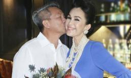 Dù đã 54 tuổi, Diễm My vẫn được chồng đại gia hôn má ngọt ngào thế này!