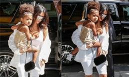 Con gái Kim Kardashian sành điệu xuống phố cùng mẹ